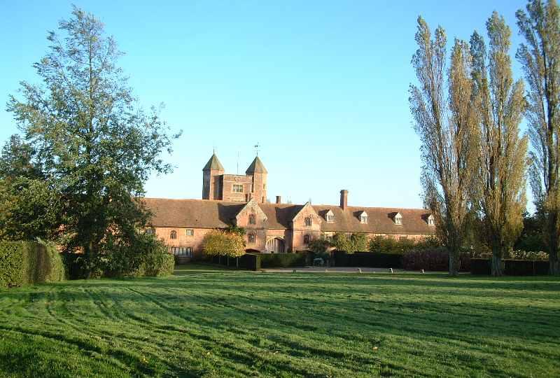 Sissinghurst Castle Gardens Forecourt Amp Outbuildings 2